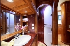 Liveaboards 23657700_adelaar_cabin_a_bathroom_640.jpg