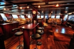 Liveaboards 45825873_saloon.jpg